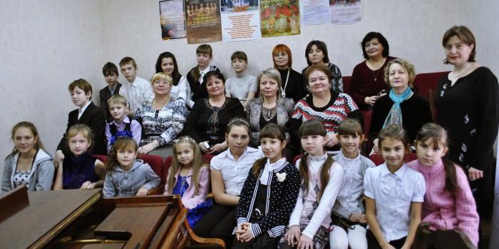 Школьный конкурс пианистов 2012год.