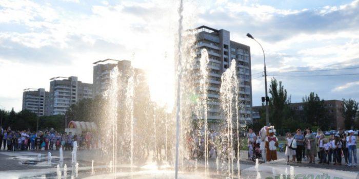 В парке «Волжский» запустили светомузыкальный фонтан